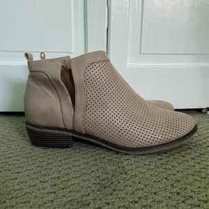 Shoes - Tan Ankle Boots